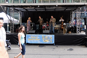 NYのストリート・フェアで世界の音楽を楽しもう Taste of Jewish Culture_b0007805_23332187.jpg