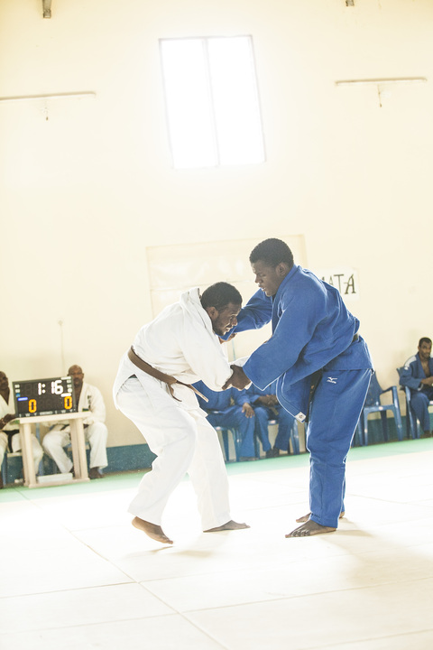 Japan\'s Prince and Princess Akishino visit to Zanzibar Judo 2~秋篠宮ご夫妻ザンジバル武道館ご訪問2_a0088841_1453971.jpg