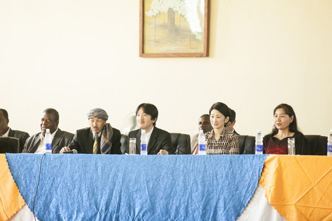 Japan\'s Prince and Princess Akishino visit to Zanzibar Judo 2~秋篠宮ご夫妻ザンジバル武道館ご訪問2_a0088841_14545513.jpg