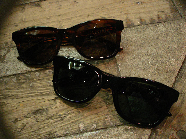 "NEW : ELECTRIC [SUNGLASSES] ""Made in ITALY\"" !!_a0132147_23542375.jpg"