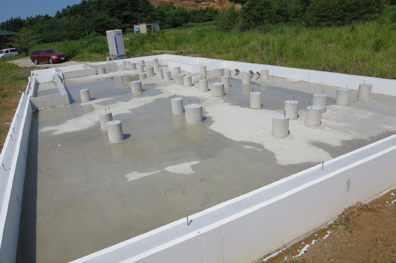 基礎の断熱材の養生_e0054299_19114002.jpg
