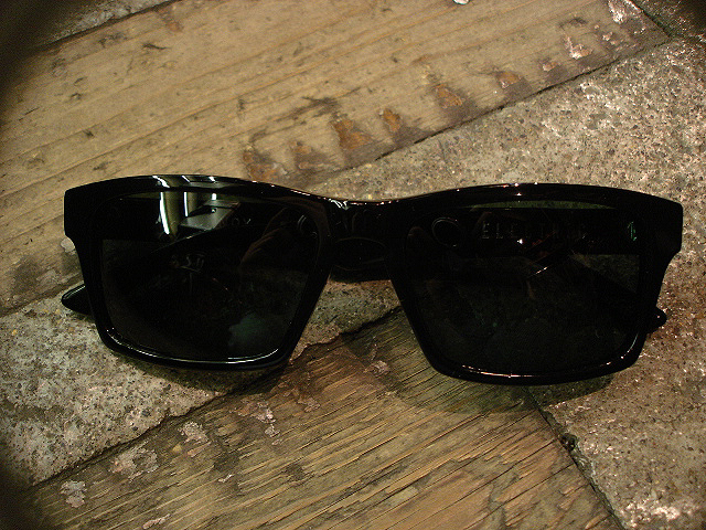 "NEW : ELECTRIC [SUNGLASSES] ""Made in ITALY\"" !!_a0132147_071332.jpg"