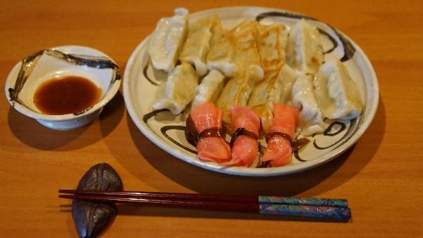 お昼は餃子_e0166355_1159144.jpg