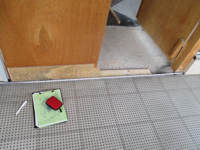 入口開き扉製作_e0292359_18131459.jpg