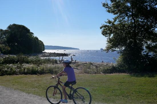キツラノの海事博物館を覗いてからビーチをお散歩♪_d0129786_1252105.jpg