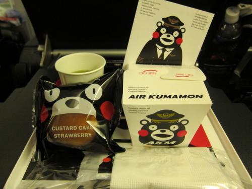 JALのとろなまドーナツと、AIRくまモンな機内食_d0240098_10234547.jpg