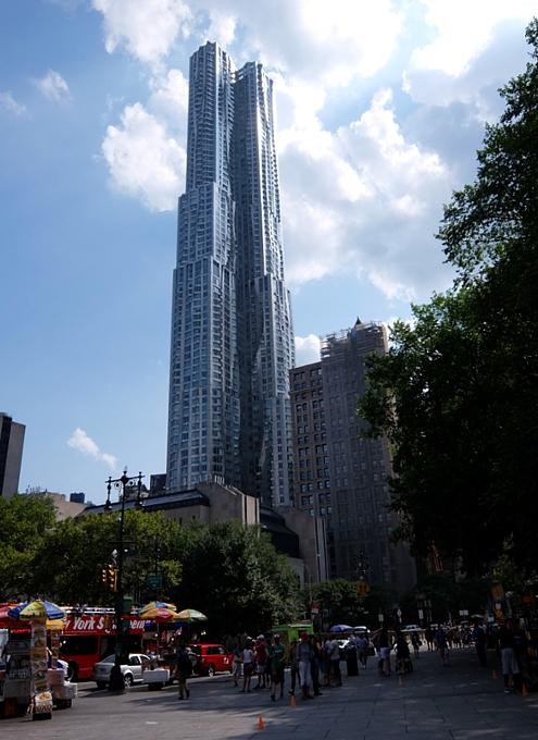 その名も「ゲーリーによるニューヨーク」(New York by Gehry)!? 巨匠建築家Frank Gehry氏の最新傑作建築_b0007805_21185741.jpg