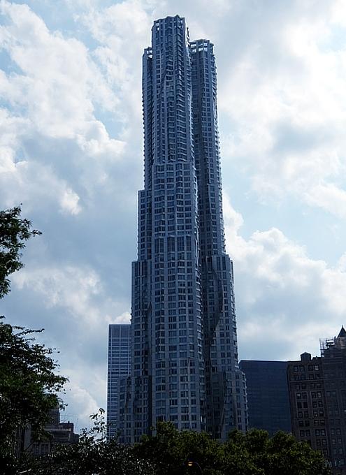 その名も「ゲーリーによるニューヨーク」(New York by Gehry)!? 巨匠建築家Frank Gehry氏の最新傑作建築_b0007805_21202092.jpg