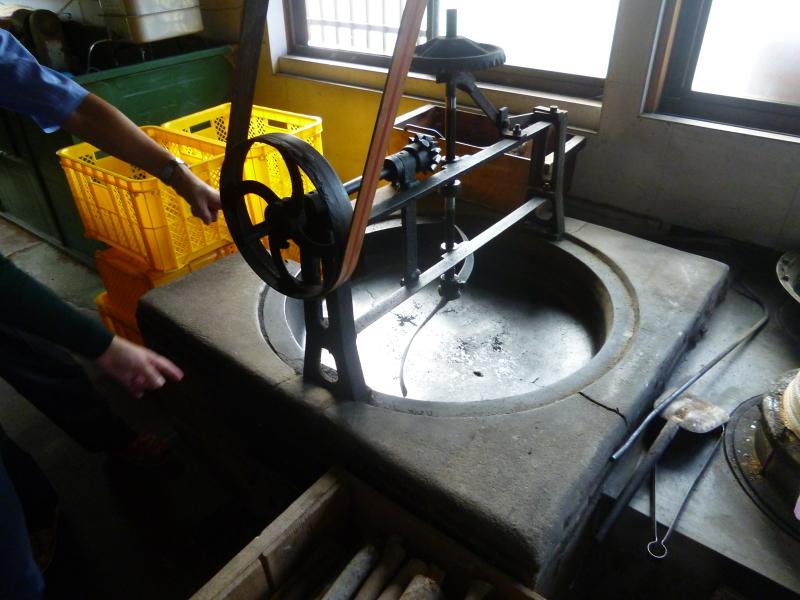 椿油の製造過程を見て。_c0326333_23350841.jpg