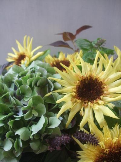 オークリーフ(秋色紫陽花と季節の花のアレンジメント)_f0049672_15302893.jpg