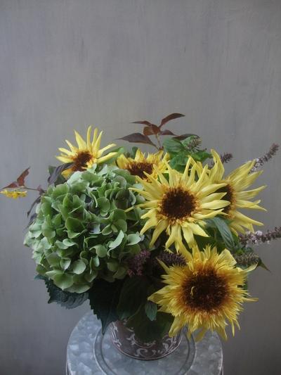 オークリーフ(秋色紫陽花と季節の花のアレンジメント)_f0049672_15305078.jpg