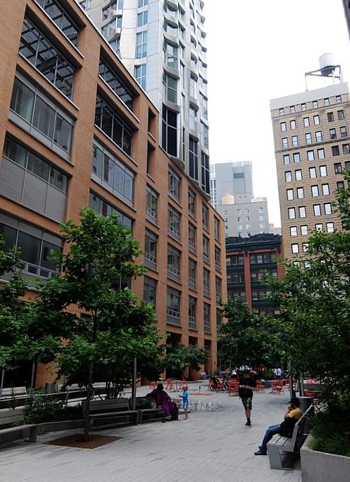 その名も「ゲーリーによるニューヨーク」(New York by Gehry)!? 巨匠建築家Frank Gehry氏の最新傑作建築_b0007805_10946.jpg