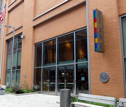 その名も「ゲーリーによるニューヨーク」(New York by Gehry)!? 巨匠建築家Frank Gehry氏の最新傑作建築_b0007805_1383050.jpg