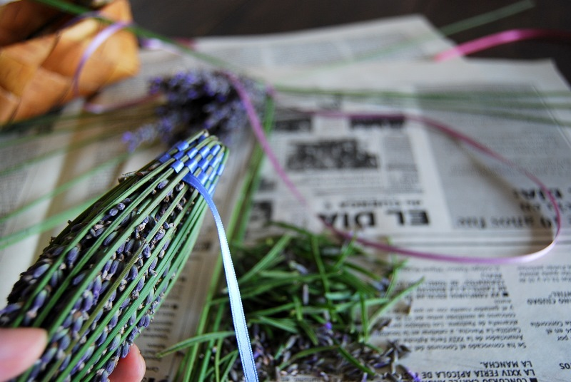 ラベンダースティックの作り方 幸せを運ぶ伝統の品【クール・ド・ラヴァンド】_b0165872_16341082.jpg