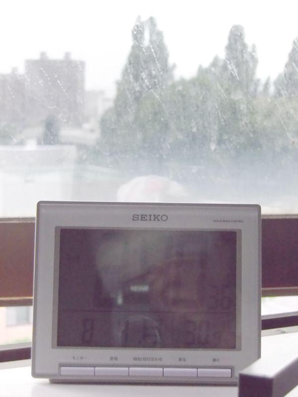 降りそうで降らない連続7日真夏日の札幌_c0025115_19023.jpg