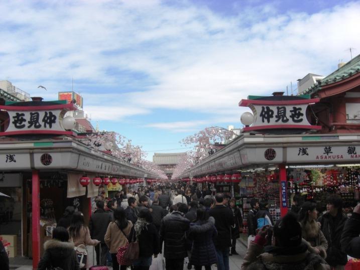 そりゃ行くだろ浅草寺①人多いね。。_b0081121_63824.jpg