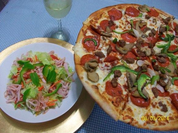 久々~にピザを食べた~♪_a0315750_10062602.jpg