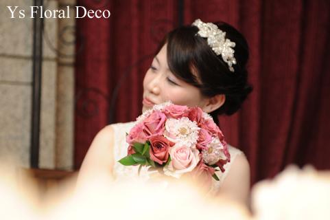 バラとスカビオザのクラッチブーケ シックなトーンのピンク色_b0113510_19432697.jpg