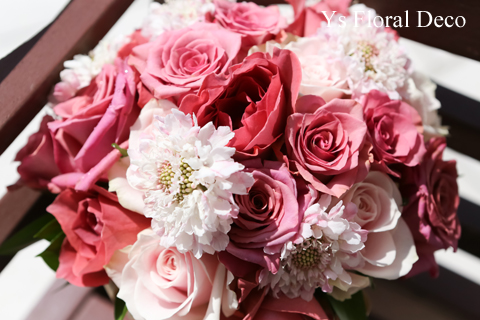 バラとスカビオザのクラッチブーケ シックなトーンのピンク色_b0113510_1944185.jpg