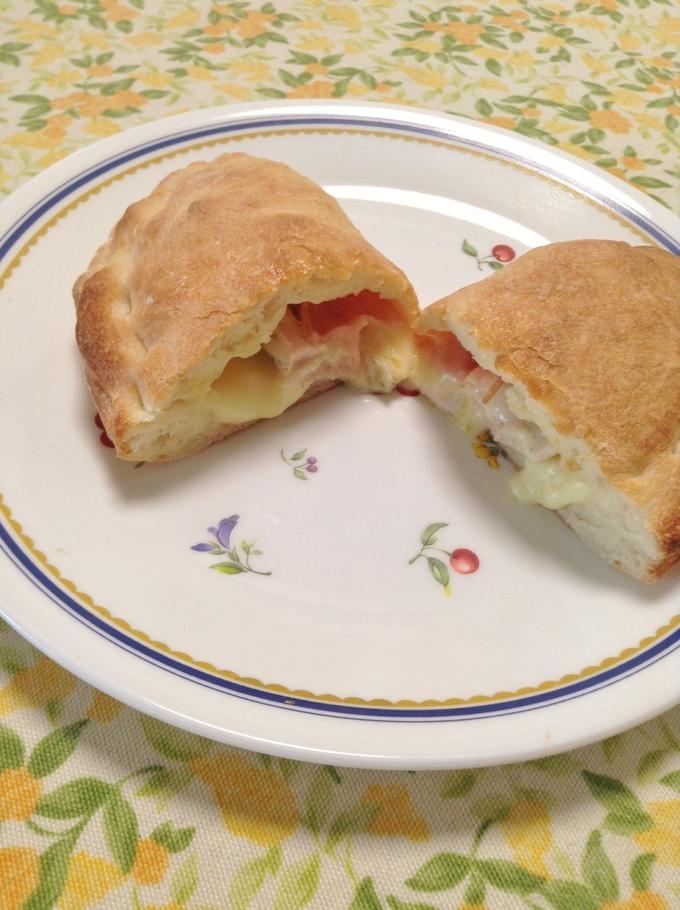 とろりチーズのカルツォーネ_c0222486_18531144.jpg