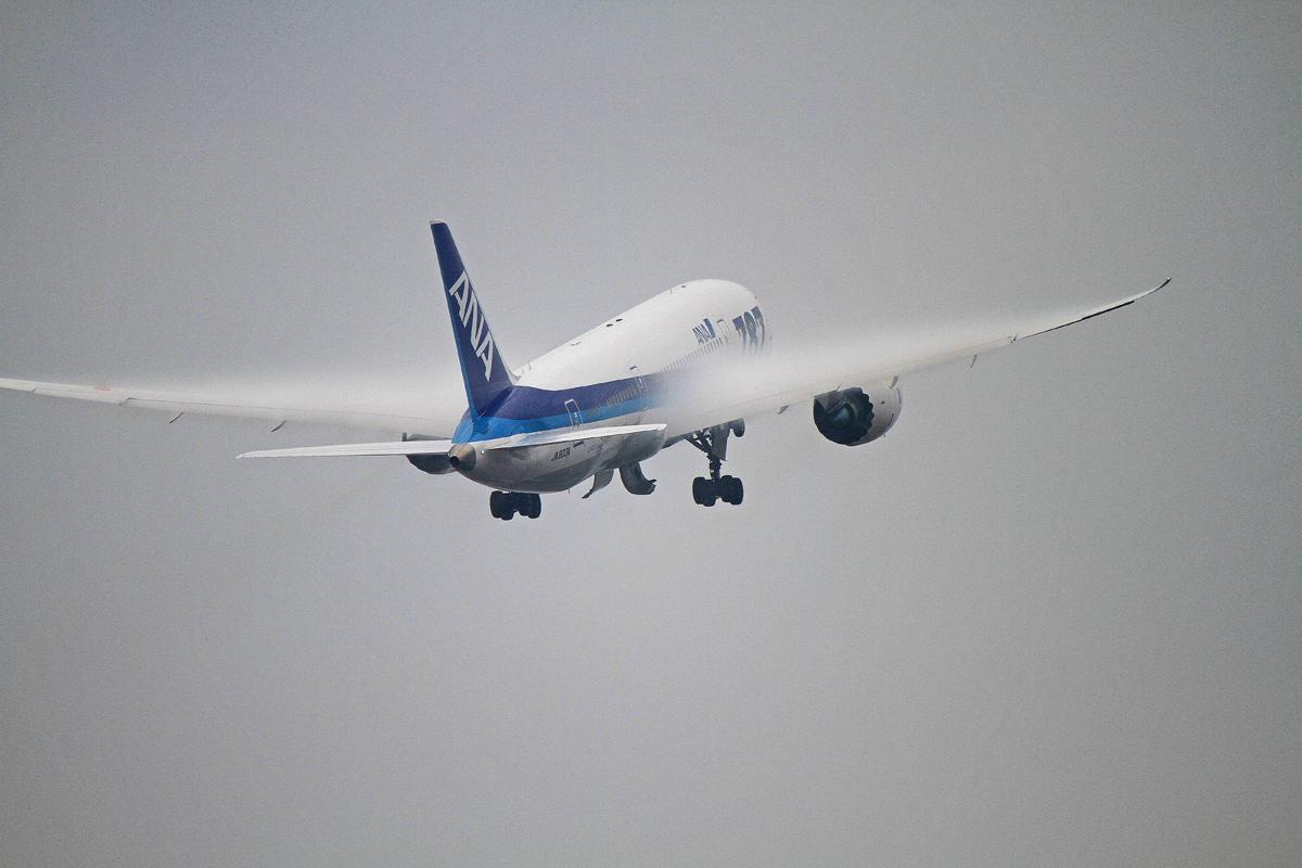 翼に白いマント。_b0044115_7551337.jpg