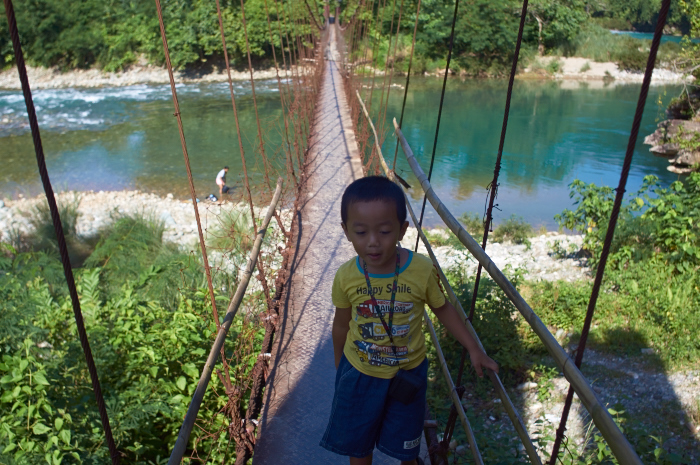 We found another suspension bridge and also a ferrybanca!_e0202828_15492397.jpg