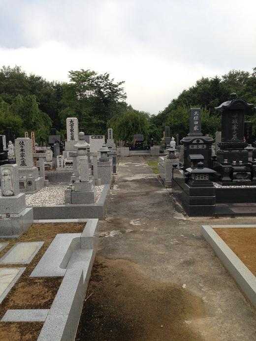 お盆の準備  お墓を清掃して頂きました。_a0274383_2056990.jpg