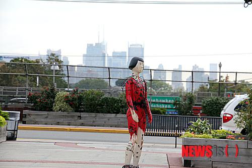 恐怖のジョーク一発!:韓国人のレイプマネキンがエボラ出血熱マネキンになる日!_e0171614_10574680.jpg