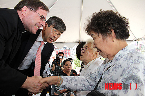 恐怖のジョーク一発!:韓国人のレイプマネキンがエボラ出血熱マネキンになる日!_e0171614_1058312.jpg