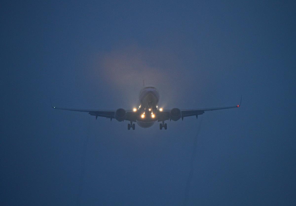 夜のチャーター便。_b0044115_8171255.jpg