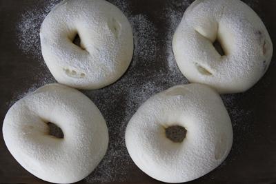 お豆さん入り、豆乳ふんわりパン!_a0165538_982174.jpg