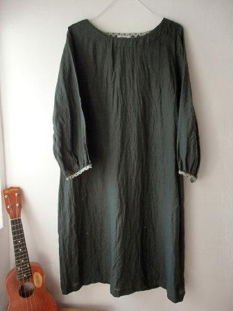 ** R*R 深緑色のリネン服 **_d0147488_18044036.jpg