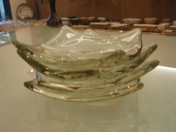 ガラスの鉢と小皿とワイングラス_b0132442_16510577.jpg