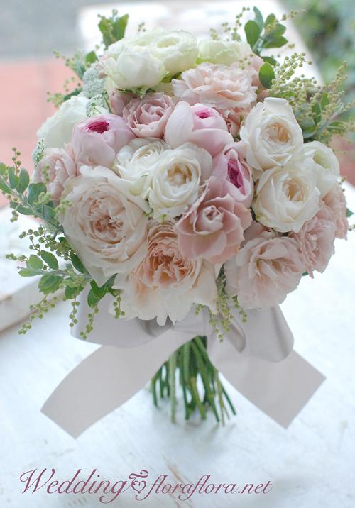 夏休みのお知らせと優しいバラののクラッチブーケ 8月お盆の月曜日_a0115684_14272240.jpg
