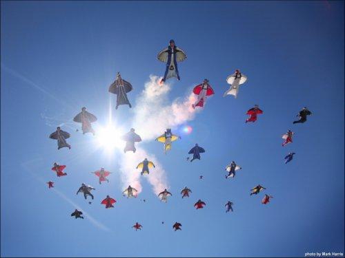 フライングヒューマノイド!?:世界中で空を自由自在に飛ぶ新人類が目撃される!?_e0171614_8241634.jpg