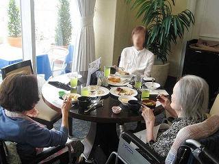 神戸オリエンタルホテルでランチバイキング<アクティブライフ芦屋・グループホーム さくら>_c0107602_11331827.jpg