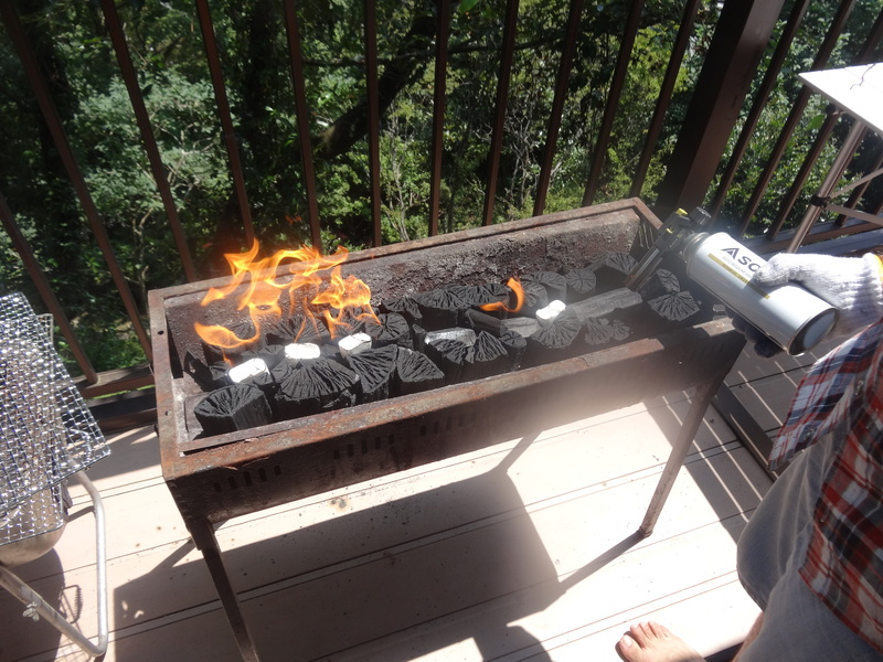 鹿野山の別荘で、炭火焼きのバーベキューパーディーです。_c0225997_9244337.jpg