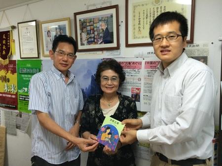 人民日報東京特派員が『ところてんの歌』著者鶴文乃さんを取材_d0027795_178862.jpg