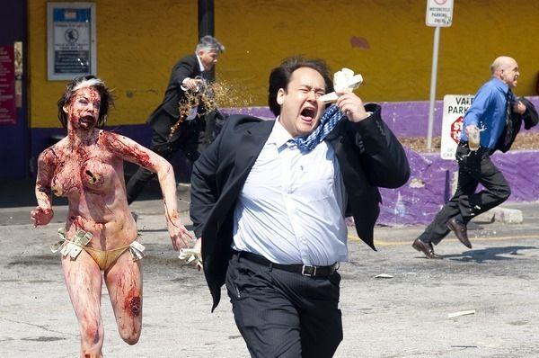 恐怖のジョーク一発!:韓国人のレイプマネキンがエボラ出血熱マネキンになる日!_e0171614_19202174.jpg
