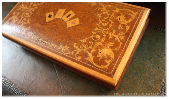 De vieilles cartes à jouer et leur coffret 古いトランプと木箱_d0184921_15352561.jpg