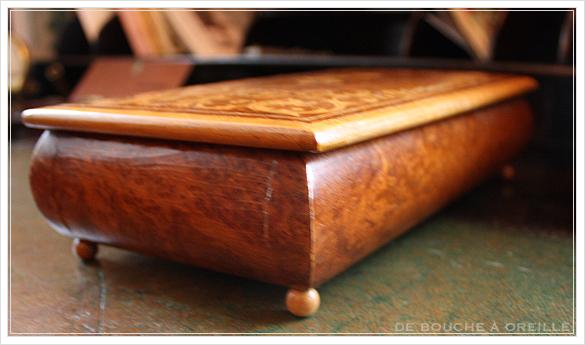 De vieilles cartes à jouer et leur coffret 古いトランプと木箱_d0184921_15375692.jpg