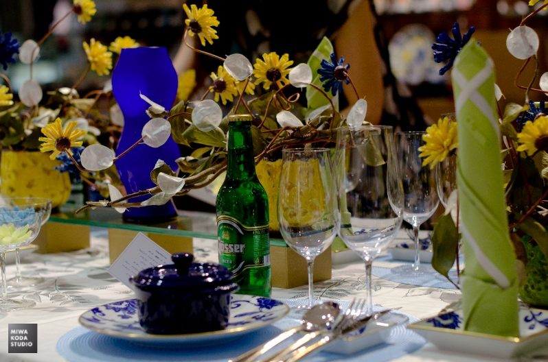 August 23, 2014 ビアパーティのテーブルのお皿 Blue Plates for Beer Party _a0307186_16171688.jpg