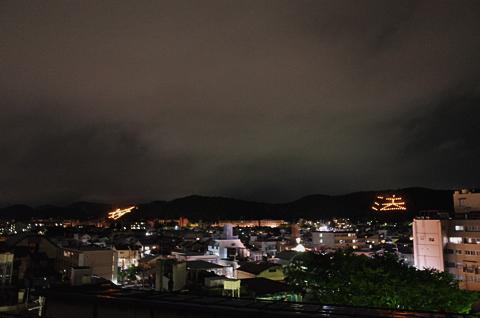 雨ぬい送り火、かたまらない入道雲_c0069903_9373247.jpg