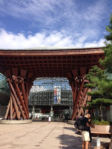 金沢駅はこんな感じ  _c0204333_2314415.jpg