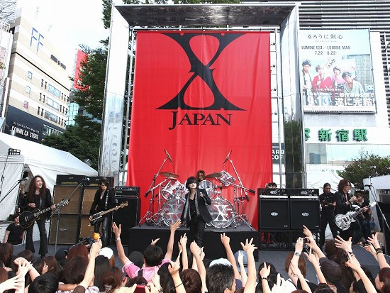 X JAPAN降臨! 新宿アルタ前でストリートライヴ&新曲MV撮影_e0197970_2121272.jpg