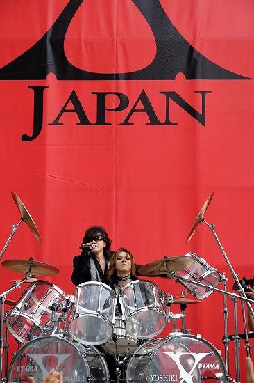 X JAPAN降臨! 新宿アルタ前でストリートライヴ&新曲MV撮影_e0197970_21215647.jpg