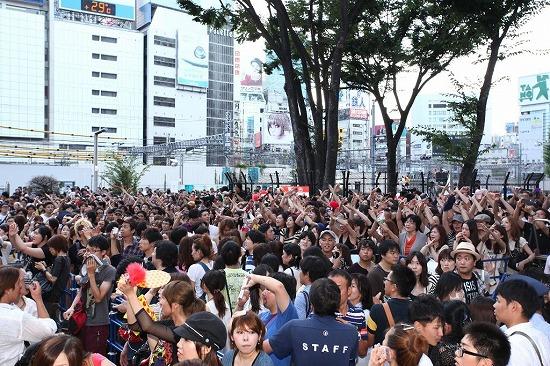 X JAPAN降臨! 新宿アルタ前でストリートライヴ&新曲MV撮影_e0197970_21223379.jpg