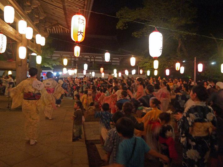 蒸し暑さの中に秋を感じた円覚寺・盆踊り大会:8・17_c0014967_942349.jpg