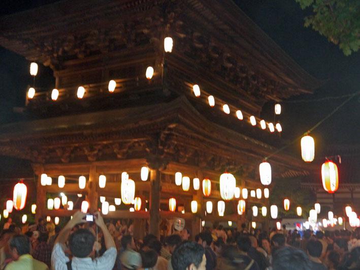 蒸し暑さの中に秋を感じた円覚寺・盆踊り大会:8・17_c0014967_9463872.jpg
