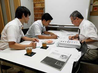 研修生2名が勉強中!_e0190287_1847154.jpg